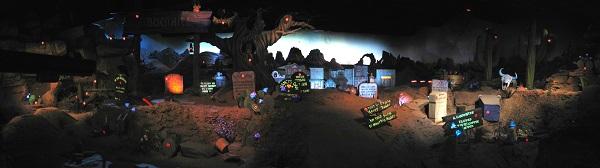 O cenário inteiro para tiros ao alvo da Frontierland Shootin' Exposition