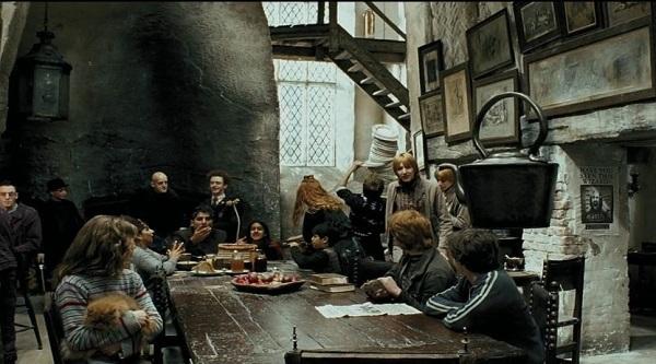 The Leaky Cauldron 2.jpg