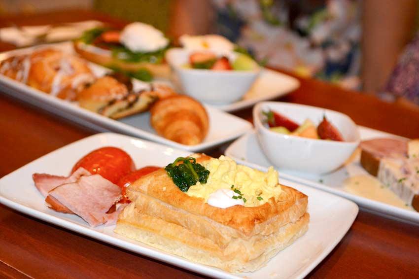 Novo menu de café da manhã no Be Our Guest Restaurant