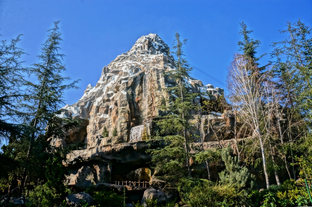 Mattehorn Bobsleds reabre na Disneyland, agora com Fastpass