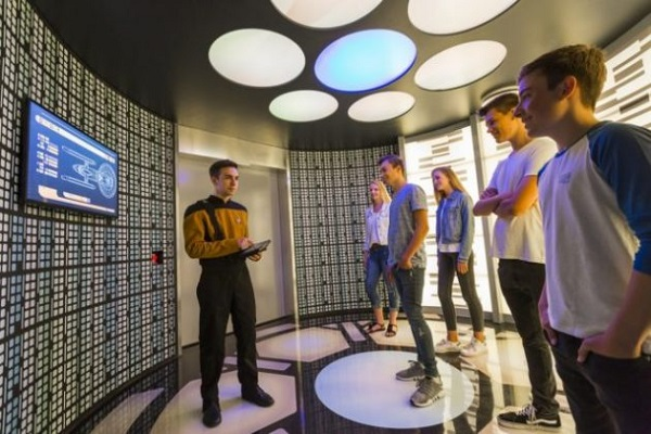 Star Trek: Operation Enterprise - sala de transporte na fila