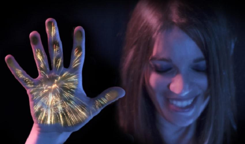 """Disney cria tecnologia para deficientes visuais """"sentirem"""" shows de fogos de artifício"""